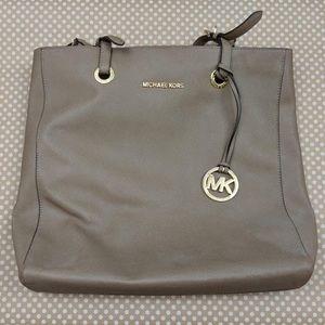 cd36d9f1b81501 Michael Kors · 🔥SALE🔥 Michael Kors Taupe Leather Medium Bag
